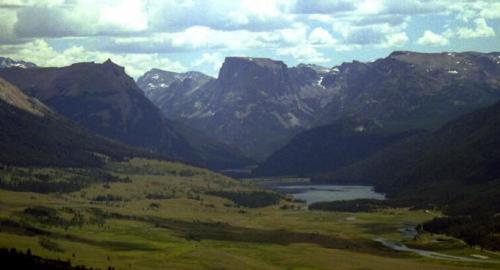 Green River Lakes and Square Top Mountain, near the headwaters of the Green River. Courtesy Pinedale Online.