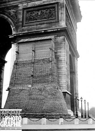 The Arc de Tripmphe in Paris was sandbagged during World War I. Parisenimages.fr