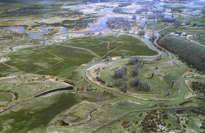The fur-trade rendezvous grounds at the confluence of Horse Creek and the Green River. The De Smet monument is at upper right. Pinedale Online.