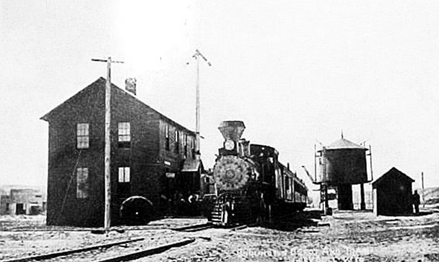 A Burlington locomotive in Greybull, Wyo., 1909.