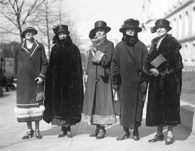 Gov. Nellie Ross, second from right, in Washington, D.C., 1925. Her friend Eula B. Kendrick is on the left, and Grace Coolige, wife of President Calvin Coolidge, is in the center. Wyoming State Archives.