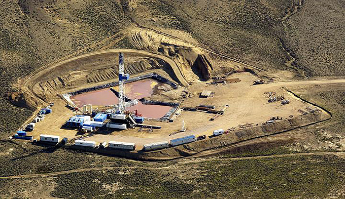 Working drill rig on the Pinedale Anticline. The well pad takes up three to four acres. (Jonathan Selkowitz photo, SkyTruth)