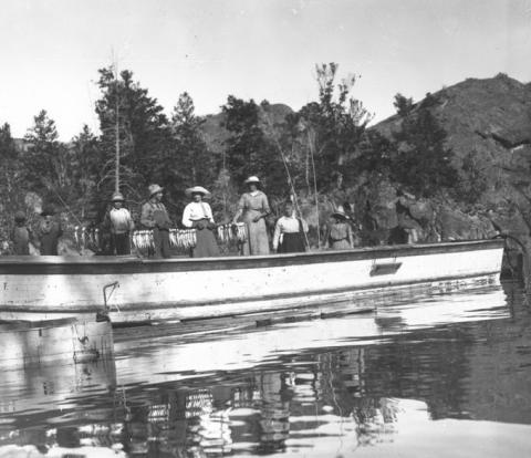 Fishing party on Fremont Lake north of Pinedale, 1915. Sublette County Historical Society photo.