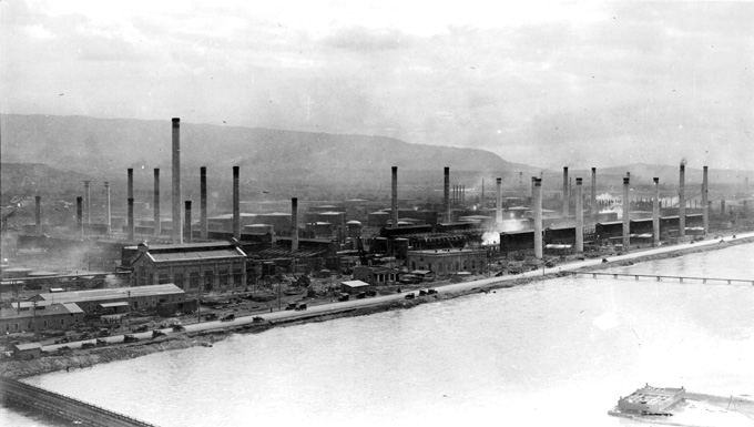 Standard Oil refinery on the North Platte River, Casper 1920s. Casper College Western History Center.