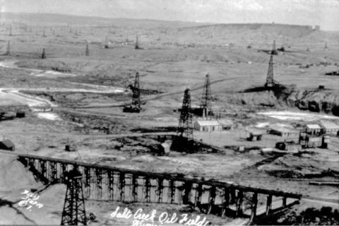 Salt Creek Oil Field, 1920s. Teapot Dome on the skyline. Amoco Collection, Casper College Western History Center.