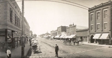 Sheridan's Main Street in 1909, before the streetcar line, looking south.