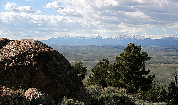 Looking north across South Pass from Pacific Butte to the Wind River Mountains. Barbara Dobos photo.