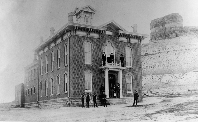 Sweeer County Courthouse Shortly After Its Construction In Green River Wyo Castle Rock The Background Entrepreneur S I Field Is Middle On