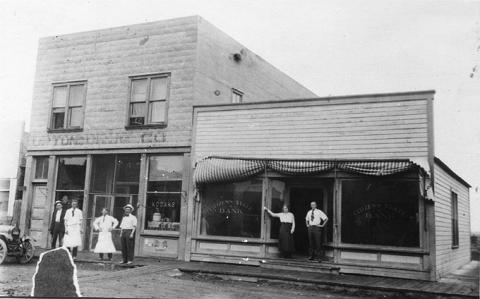 As Upton grew from railroad depot to established town, businesses like the Citizens State Bank moved in. Alice Schuette Collection, Weston County Historical Society.