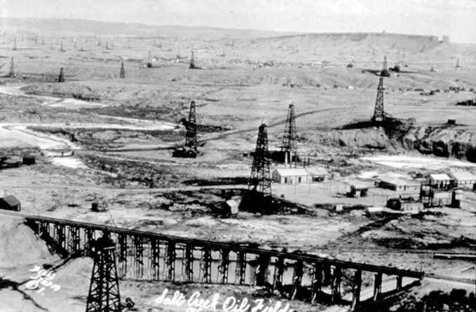 The Salt Creek Field in 1923 at the height of the boom. Casper College Western History Center.