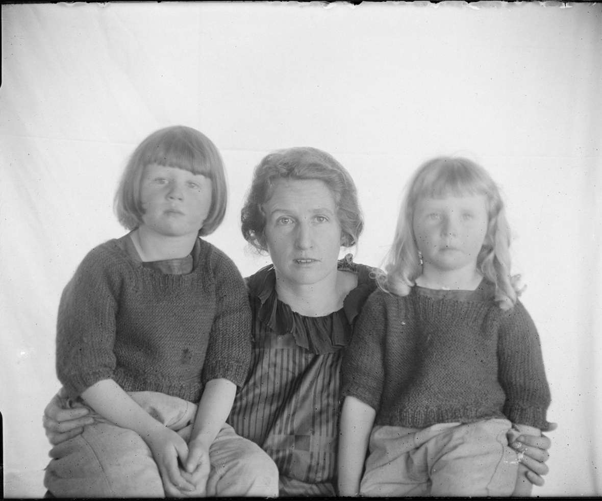 Charles Belden's first wife, Frances, and their daughters Margot, left, and Annice, early 1920s. American Heritage Center.