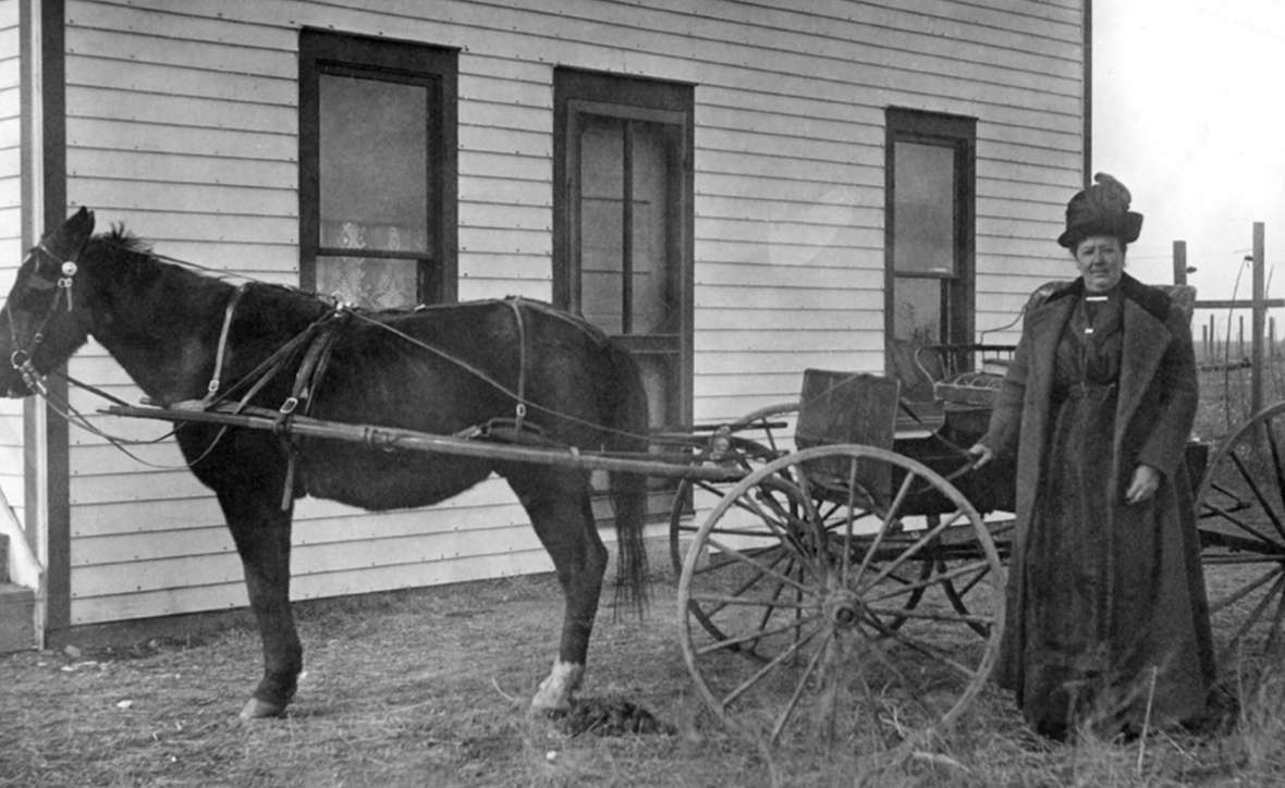 Circuit-riding Congregationalist minister Minnie Fenwick in Burns, Wyo., east of Cheyenne, where she and her husband homesteaded in 1907. Wyoming State Archives.