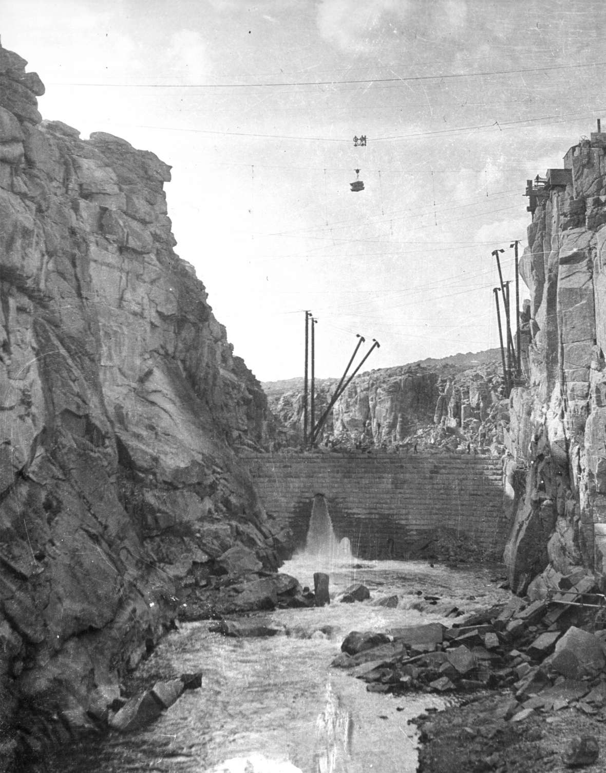 Pathfinder Dam on the North Platte River, built of granite blocks and shown here under construction about 1906, was one of the first built by the new U.S. Reclamation Service. Casper College Western History Center.