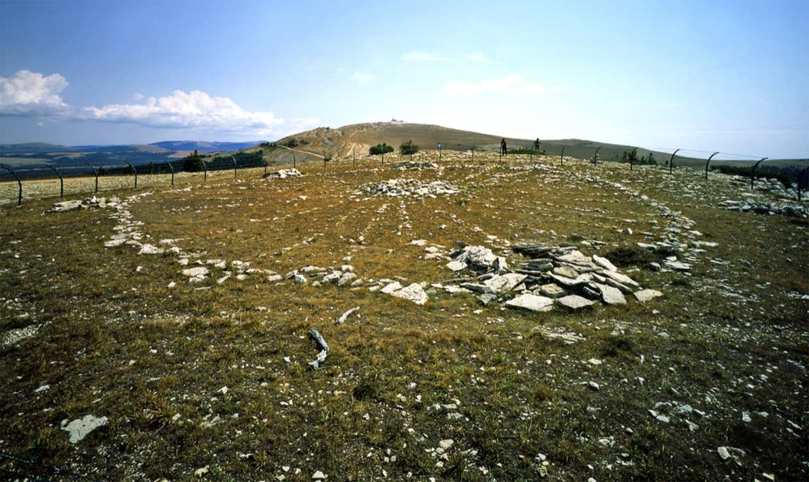 Looking east across the Medicine Wheel toward Medicine Mountain, before the steel-mesh fence was replaced with the current one. Richard Collier, Wyoming SHPO.