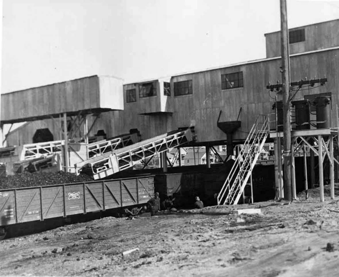 In 1936, a new, modern tipple was erected. At the tipple coal was dumped into a hopper, sorted by size and then, as shown here, loaded into railroad cars. Sweetwater County Historical Museum.