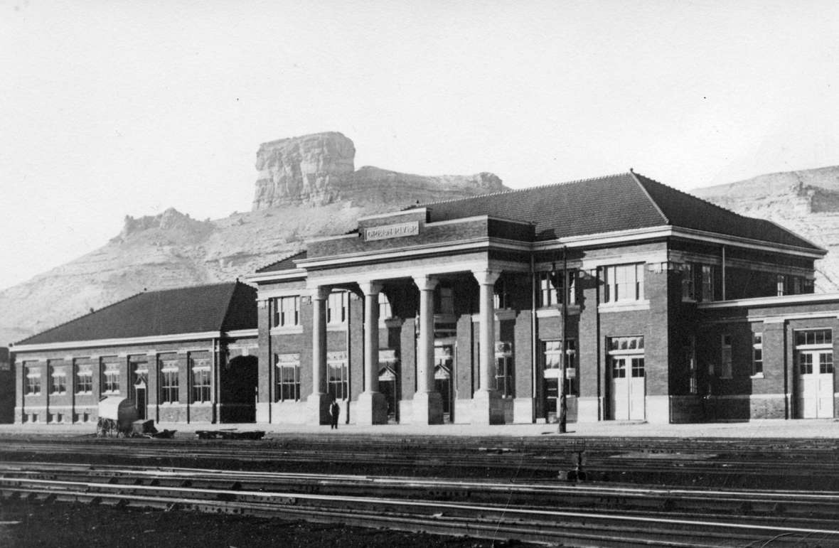 The Union Pacific depot in the railroad town of Green River, Wyo.. The lower structure on the left side is the dining room and lunch counter, where there was a breakfastime confrontation between Edward Woodson and Evelyn Ware. Sweetwater County Historical Museum.