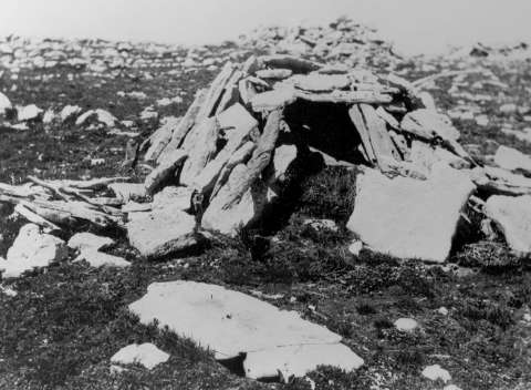One of the cairns at the Medicine Wheel, 1903. This is one of the earliest phots at the site, taken by S.C. Simms, an ethnologist from the Field Museum of Natural History in Chicago. FMNH photo.
